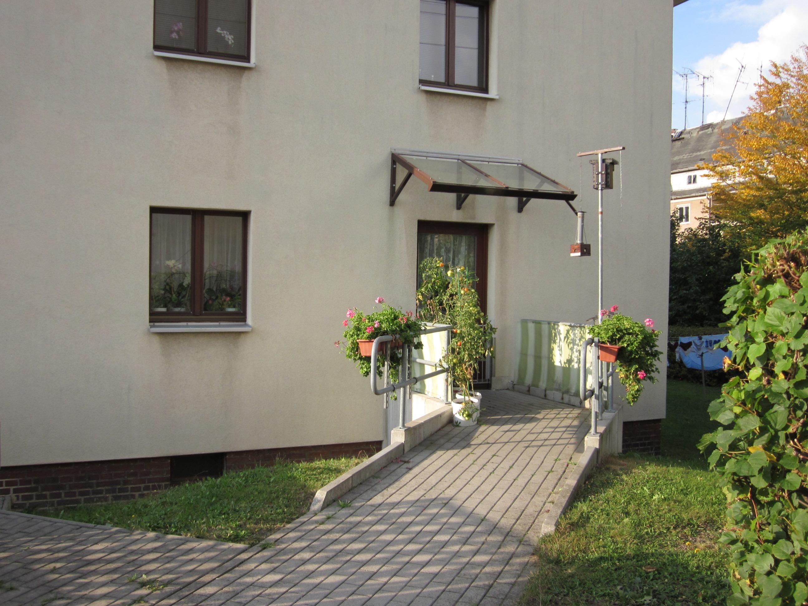 Rollstuhlgerechte, barrierefreie 3-Raum-Wohnung, Rampe, Stellplatz